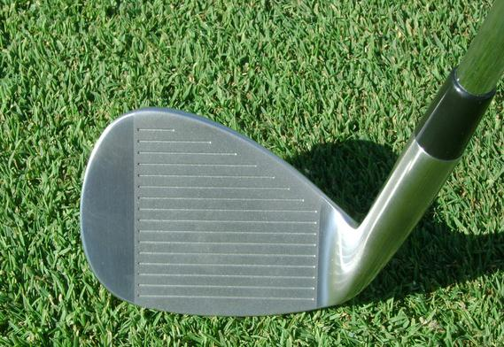 face-on-chipping-golf-head